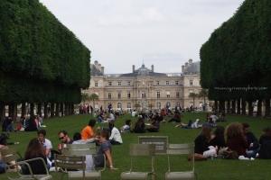 Taking a break at le Jardin des Tuileries